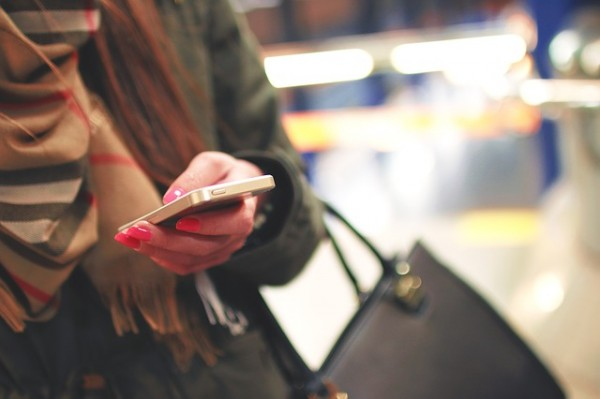 iphone-woman